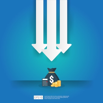 Geschäftskrisenkonzept. geld fällt mit pfeil abnehmen symbol. wirtschaft streckt steigenden rückgang, global verloren bankrott. kostensenkung oder einkommensverlust bei stapel-dollar-münzen