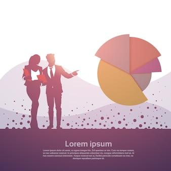 Geschäftsleute der gruppen-finanzdiagramm-finanzerfolgs-konzept