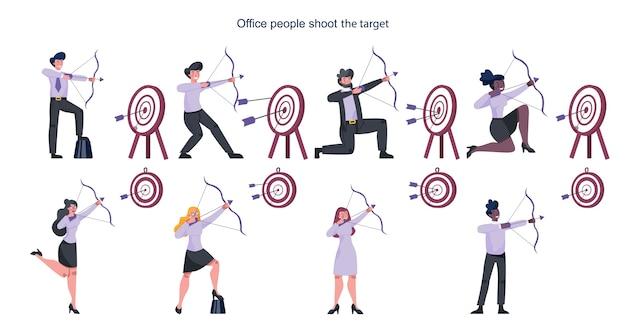 Geschäftsleute, die auf ziel zielen und mit pfeilsatz schießen. mitarbeiter schießen das ziel. ehrgeiziges schießen von mann und frau. idee von erfolg und motivation.