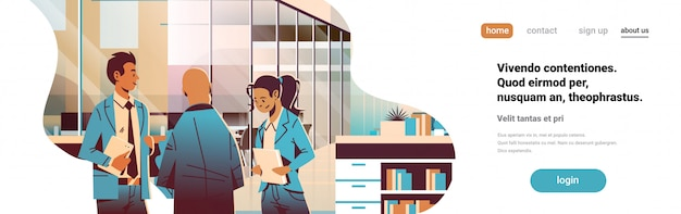 Geschäftsleute, die in der bürofahne kommunizieren