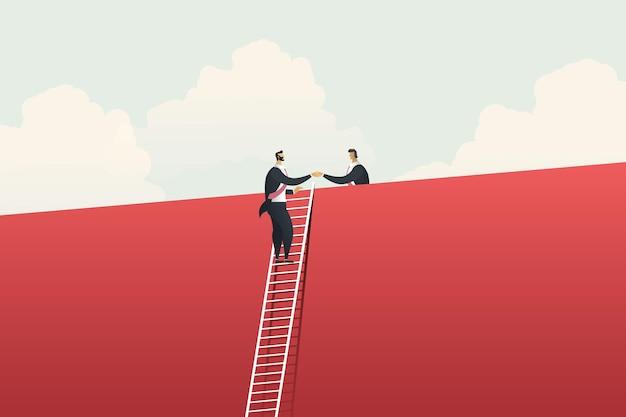 Geschäftsleute, die leiter klettern, die hände an großer roter wand rütteln