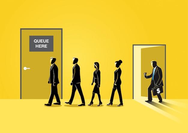 Geschäftsleute, die zur geschlossenen tür anstehen