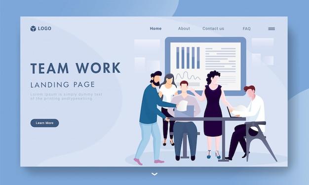 Geschäftsleute, die zusammen an arbeitsplatz mit infographic darstellung für teamwork-basierte landingpage arbeiten.