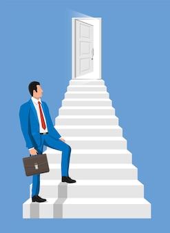 Geschäftsleute gehen die treppe zur tür hinauf. geschäftsmann und treppenhaus mit tür. neue möglichkeiten und geschäftswachstumskonzept. karriereleiter. schritt für schritt zum karriereaufbau. flache vektorillustration