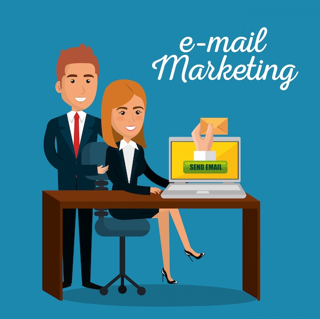Geschäftsleute im büro mit e-mail-marketing-symbole
