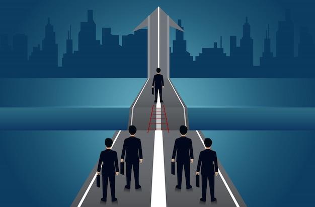 Geschäftsleute konkurrieren unterwegs gibt es eine lücke zwischen dem weg mit pfeilen, um den zielerfolg anzustreben. geschäftskonzept der herausforderung problemlösung. führung. kreative idee. vektor-illustration