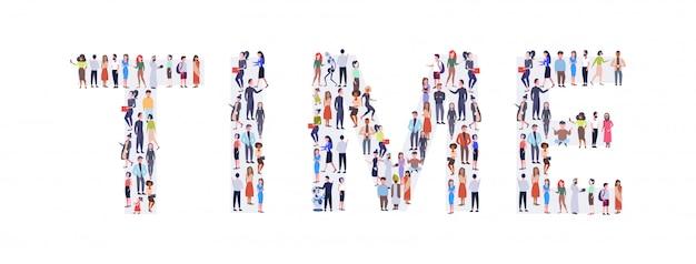 Geschäftsleute menschenmenge in form der zeit wortmischung rasse männer frauen gelegenheitsleute gruppe zusammenstehen social media community-konzept in voller länge horizontal