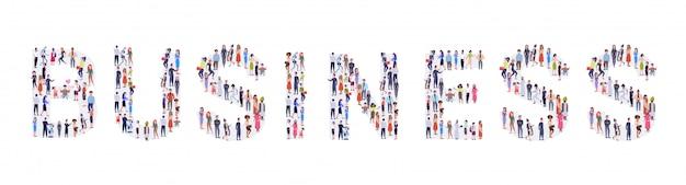 Geschäftsleute menschenmenge versammeln sich in form von business word mix rasse männer frauen gelegenheitsleute gruppe stehen zusammen social media community konzept in voller länge horizontal