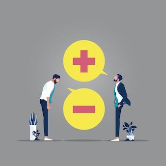 Geschäftsleute mit positiv und negativ denkender sprechblase, schlechten und guten gedanken