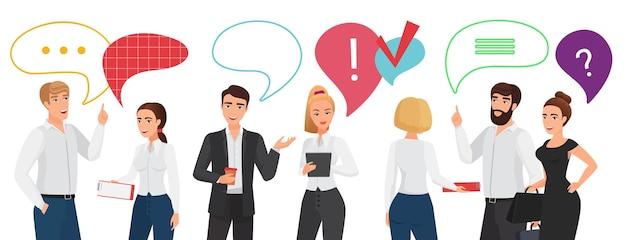 Geschäftsleute stehen teamkommunikation mit chat-nachrichtenblase über dem kopf