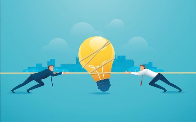 Geschäftsleute ziehen das seil mit glühbirne