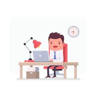 Geschäftsmann arbeitet in einem büro