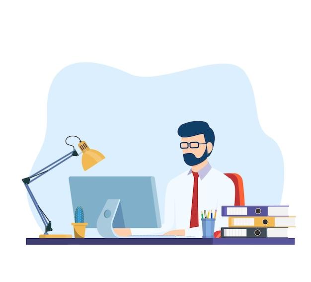 Geschäftsmann, der am computer am schreibtisch im büro arbeitet