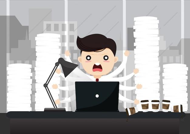 Geschäftsmann, der an computer nachts im dunklen büro arbeitet.