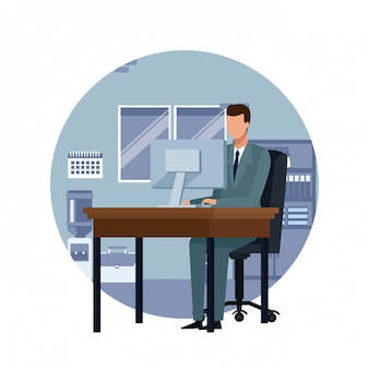 Geschäftsmann, der an computerkarikatur arbeitet