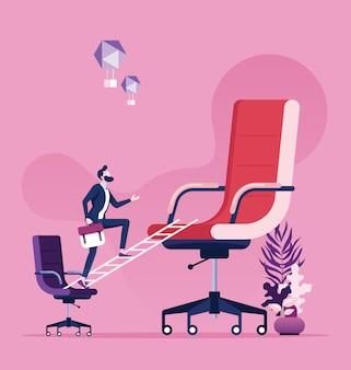 Geschäftsmann, der auf dem kleinen stuhl schaut zum großen stuhl steht