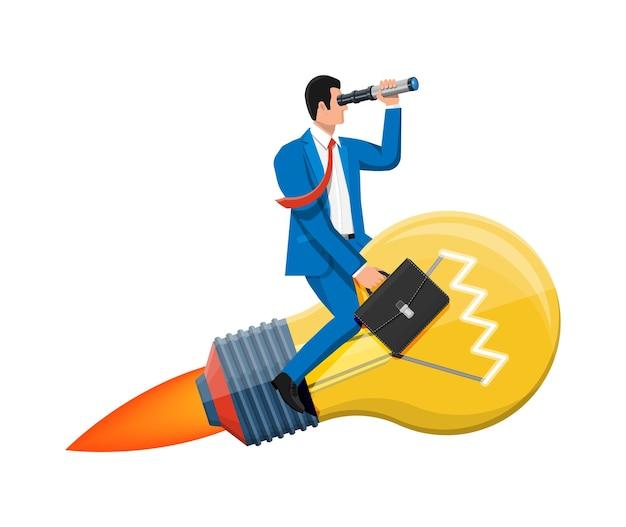 Geschäftsmann, der auf großer ideenbirne fliegt, bildete rakete. geschäftsmann auf lampe, die durch fernglas schaut. große idee, erfolg, leistung, karriereziel der geschäftsvision. flache vektorillustration