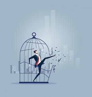 Geschäftsmann, der den großen vogelkäfig ausbricht