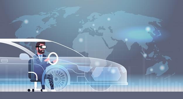 Geschäftsmann, der die modernen gläser 3d fahren virtuelles kopfhörer-technologie-konzept der auto-innovations-vr trägt