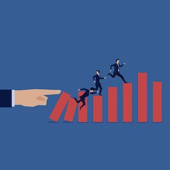 Geschäftsmann, der durch diagrammfall für konkurs gelaufen ist. vorfreude auf die krise.