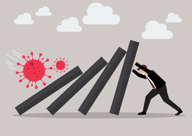 Geschäftsmann, der hart gegen fallendes deck der dominokacheln drückt. geschäftskonzept