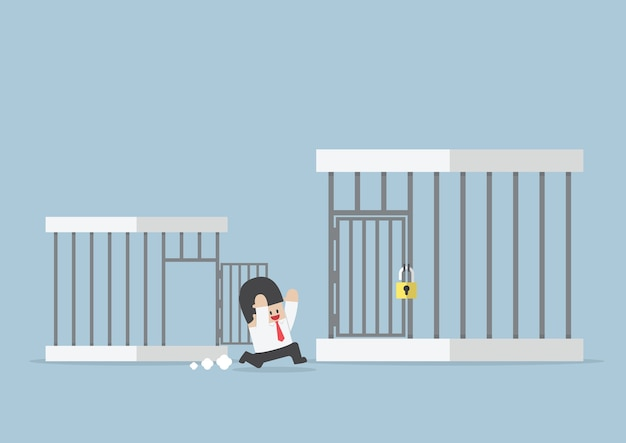 Geschäftsmann, der heraus vom kleinen käfig zum größeren käfig läuft