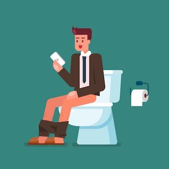 Geschäftsmann, der smartphone beim sitzen auf toilettenschüssel verwendet