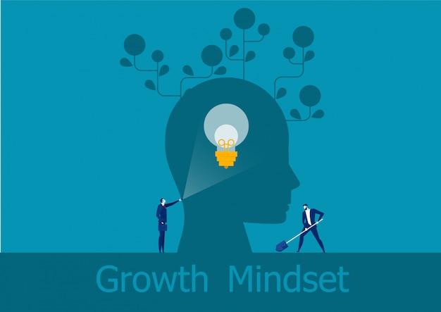 Geschäftsmann, der taschenlampe hält, emittiert positives konzept der gehirnwachstums-denkweise