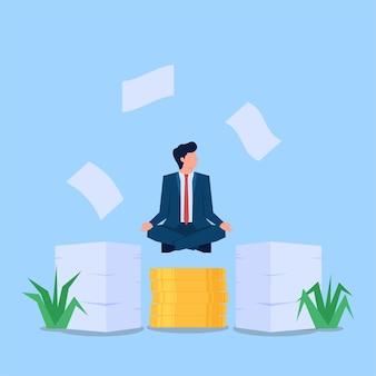 Geschäftsmann, der über geld und arbeitspapier meditiert
