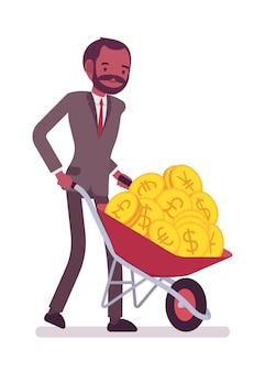 Geschäftsmann, der voll eine schubkarre von goldenen münzen drückt