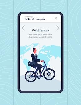 Geschäftsmann fahrradfahren ins büro