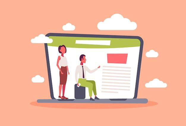 Geschäftsmann-frauenpaare unter verwendung des laptop-computer anwendungsprojektleiterkonzeptplanungsbürodokuments männlich weibliche bürovorsteher horizontal flach