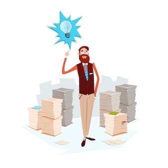 Geschäftsmann-glühlampe-neue idee stapelte papier