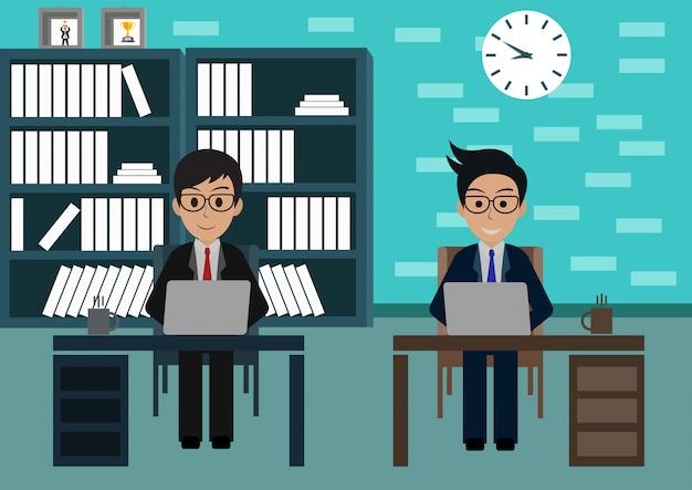 Geschäftsmann im büro sitzen an den schreibtischen mit notizbuch, arbeitsplatz mit tabelle und computer