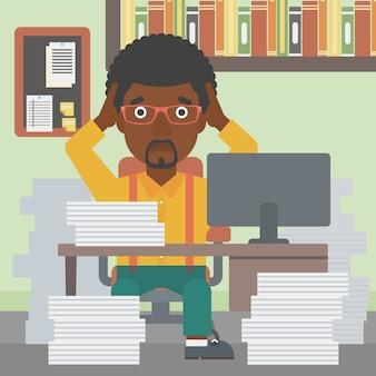 Geschäftsmann in der verzweiflung, die im büro sitzt