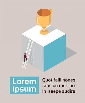 Geschäftsmann-kletternde treppe zum goldenen cup isometrisch