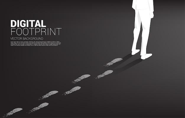 Geschäftsmann mit fußabdruck vom fußabdruck vom digitalen punktpixel. geschäftskonzept der digitalen transformation und des digitalen fußabdrucks.