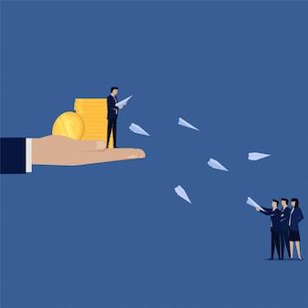 Geschäftsmann mit geld geben freund flugzeug papier freund empfehlen