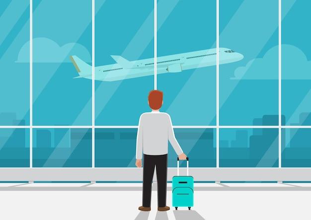 Geschäftsmann mit gepäck im flughafen, der flugzeug im himmel betrachtet. geschäftsverkehr oder verpasste das flugkonzept.