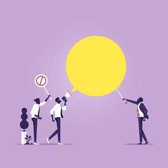 Geschäftsmann mit megaphon sprechen mit manager und lehnen metapher der freiheit ab zu sprechen