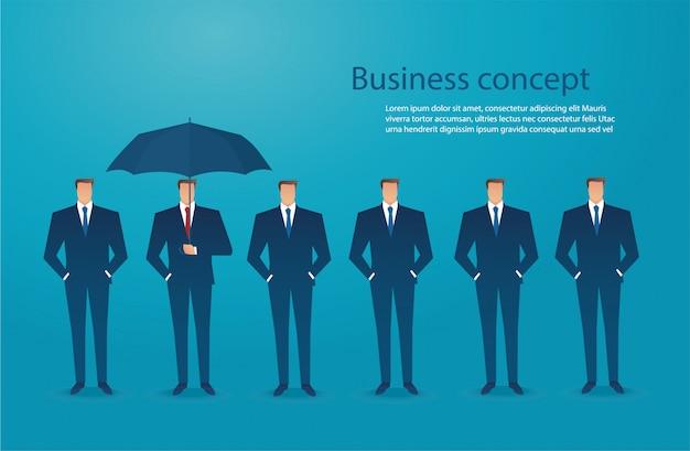 Geschäftsmann mit regenschirmschutzkonzept