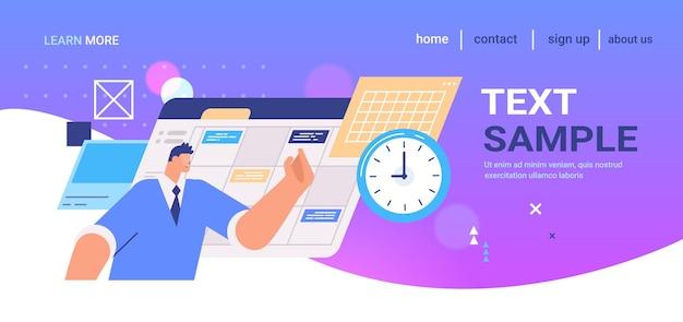 Geschäftsmann, planungstag, terminplanung auf der online-kalender-landingpage