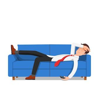 Geschäftsmann schlief auf dem sofa ein, das auf weiß isoliert wurde