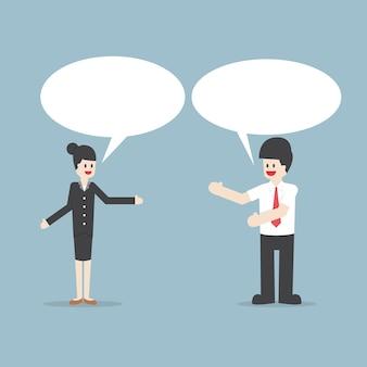 Geschäftsmann und frau, die mit rede-blasen sprechen