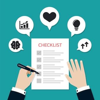 Geschäftsmannhände, die einen stift halten und das kontrollkästchen des checklistenformularpapiers ankreuzen