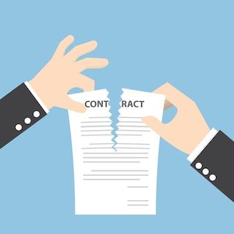 Geschäftsmannhände, die vertragsdokument auseinander reißen
