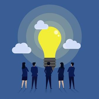 Geschäftsmannteam sehen die große idee.