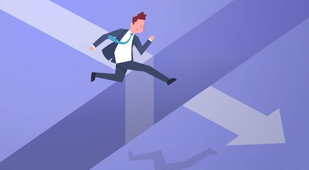 Geschäftsrisiko-konzept mit dem geschäftsmann, der über abstand auf pfeil-diagramm springt