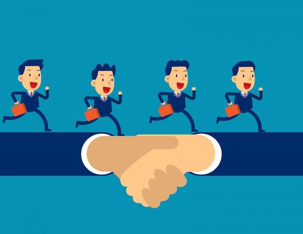 Geschäftsteam, das an hand erschütterung laufen lässt