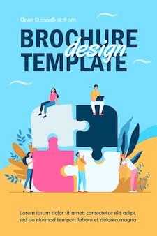Geschäftsteam, das puzzle lokalisierte flyer-vorlage zusammensetzt